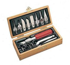 High quality tools for the discriminating wood worker. A complete set for virtually every work working requirement--three dimensional carving, deep relief carving, and whittling. Set contains No. 5 kn