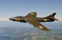 Hawker Hunter in the Swedish airforce. Beautiful!