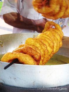 Picarones es un postre peruano que se originó en la época colonial . Sus principales ingredientes son la calabaza y el camote. Se sirve en una forma de rosquilla y cubierto con jarabe, hecha de chancaca , que es la melaza solidificados.