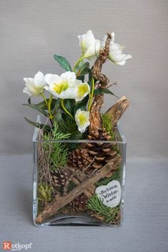 Put into a glass of winter / Christmas decoration, with a mix of natural materials and . - Eventplanung : Put into a glass of winter / Christmas decoration with a mix of natural materials and Christmas Flowers, Winter Christmas, Christmas Crafts, Christmas Decorations, Xmas, Christmas Ideas, Art Floral Noel, Deco Table Noel, Hobbies To Try