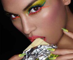 maquillaje neon (solange makeup) y uñas de impacto