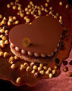 #SanValentino con cuore di zucchero cioccolato nocciole e #passione.