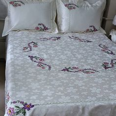 No photo description available. Bed Covers, Pillow Covers, White Bedding, Applique Quilts, Bed Spreads, Vintage Floral, Bed Sheets, Comforters, Embroidery Designs