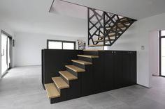Tv suspendu sur pinterest cacher les c bles de t l vision for Meuble en forme d escalier
