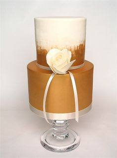 Round Wedding Cakes - gold mini with a single rose