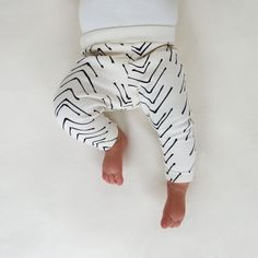 Our newest pattern print! softest natural organic interlock knit is hand printed using water-based black ink. Elastic waistband. Shown in size
