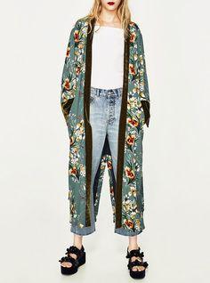 Look Kimono, Kimono Outfit, Kimono Fashion, Boho Fashion, Fashion Outfits, Hippie Style Clothing, Hippie Outfits, Gucci Kimono, Weekend Wear