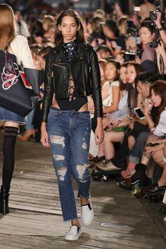 Tommy Hilfiger apresenta aguardada coleção com Gigi Hadid - Vogue   Desfiles