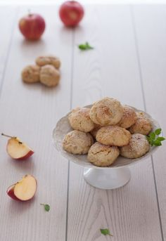 Biscotti con le mele New Recipes, Cake Recipes, Biscotti Cookies, Italian Desserts, Apple Cake, Hot Chocolate, Bakery, Food And Drink, Sweets