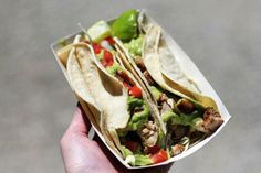 Excellent guide to the best street food in NYC! The New York Street Food Guide http://blog.hostelbookers.com/travel/best-nyc-street-food/