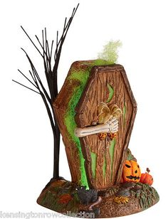 DYING TO GET IN OUTHOUSE - DEPT 56 HALLOWEEN VILLAGE -LIGHTED COLLECTIBLE