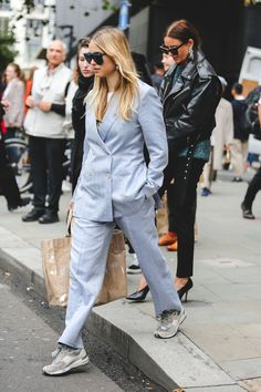 The+Best+Street+Style+At+London+Fashion+Week+SS18+#refinery29+http://www.refinery29.uk/2017/09/170850/street-style-london-fashion-week-ss18#slide-8