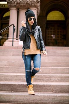 42 Casual Winter Work Outfits Ideas 2018 Winters are here and you think you are left with far fewer options to experiment with. Well no! With these Casual Winter Work Outfits ideas, getting ready Mode Timberland, Timberland Outfits Women, Timberland Boots Outfit, Outfit With Timberlands, Timberland Fashion, Timberland Winter Boots, Timberland Heels, Timberlands Women, Winter Dress Outfits