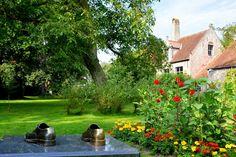 Zeker een bezoekje waard ... Het #Guido_Gezelle Museum in #Brugge  Een schitterende, lyrische omgeving met een wondermooie tuin.  https://www.hotelnavarra.com/virtuelegids/index.html