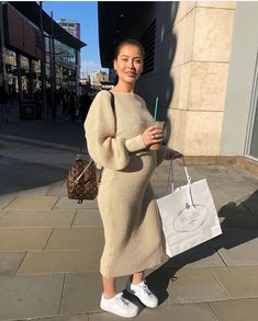 pregnancy outfits casual 795377984176964354 - Source by sandrinelovet Maternity Sweater Dress, Winter Maternity Outfits, Fall Maternity, Stylish Maternity, Maternity Fashion, Pregnancy Looks, Pregnancy Photos, Estilo Baby Bump, Pregnancy Fashion Winter