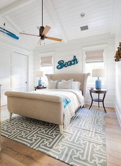 I can't think of a better way to kick off the weekend than with this stunning Gulf Coast beach house designed by Carrie Brigham, an award-winning interior designer out of Naples, Florida. Beach House Style, Beach Cottage Style, Beach Cottage Decor, Coastal Cottage, Coastal Homes, Coastal Decor, Coastal Style, Beach House Diy Decor, Cottage Rugs