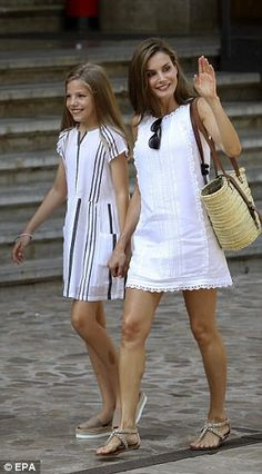 """Perfect your summer style like Queen Letizia in Adolfo Dominguez Click """"Visit"""" to buy Royal Fashion, Girl Fashion, Fashion Dresses, Womens Fashion, Fall Outfits, Summer Outfits, Casual Outfits, Estilo Hippie, Royal Dresses"""