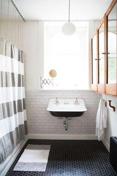 White subway tile, octagon black floor tiles