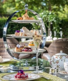 You haven't had 'proper' high tea until you've had it in the garden at @Mandy Dewey Seasons Hotel London at Park Lane