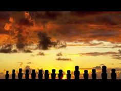 Easter Island Pictures Guide, large pictures and compact information on Moai, weather, beaches, Rapa Nui history - by Bugbog Places Around The World, Oh The Places You'll Go, Places To Travel, Places To Visit, Tahiti, Rafting, Mysterious Places On Earth, Island Pictures, Airline Travel