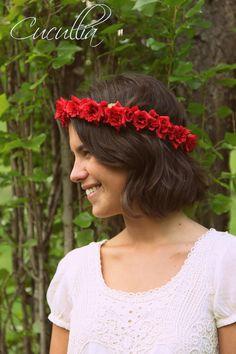 Corona Sophia Loren. Rosas rojas de pitiminí.Corona flores, corona de flores para el pelo, corona de flores,