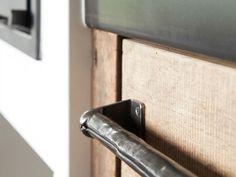 Keukens - RestyleXL Door Handles, Kitchen Wood, Kitchen Ideas, Home Decor, Kitchens, Houses, Summer, Fashion, Rustic Kitchen Design