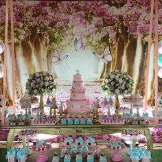Um lindo jardim com tons de tiffany e Rosa seco Decoração e lembranças @lalapetit