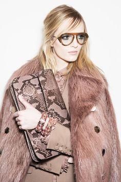 Glasses / Daria Strokous Backstage at Gucci Fall/Winter 2014 Vogue Fashion, Fashion Week, Look Fashion, Runway Fashion, High Fashion, Winter Fashion, Womens Fashion, Fashion Design, Milan Fashion