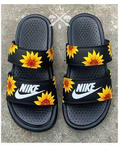 Cute Nike Shoes, Nike Air Shoes, Kd Shoes, Jordan Shoes Girls, Girls Shoes, Nike Sandals, Summer Sandals, Nike Slippers, Nike Socks
