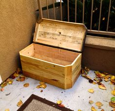 Rustic Chest: Great Handmade Pallet Wood Chest with a Plethora of Light Color and a Darker wood top.