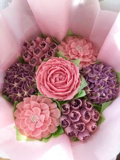 Pink and purple cupcake bouquet Tolle Cupcakes, Mothers Day Cupcakes, Purple Cupcakes, Fancy Cupcakes, Mothers Day Cake, Easter Cupcakes, Wedding Cupcakes, Cupcake Cakes, Flower Cupcakes