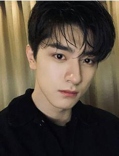 Li Hong Yi, Secret Crush, Tumblr Boys, Ulzzang Boy, Korean Men, Gay Couple, Asian Boys, Handsome Boys, Boyfriend Material
