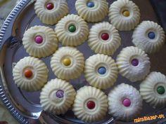 Zzo surovín urobíme cesto... Mini Cupcakes, Desserts, Food, Hampers, Tailgate Desserts, Deserts, Meals, Dessert, Yemek