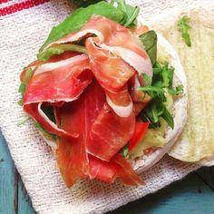 Ham brusquetta Types Of Sandwiches, Ham, Mexican, Ethnic Recipes, Food, Savory Snacks, Sweet Pastries, Essen, Hams