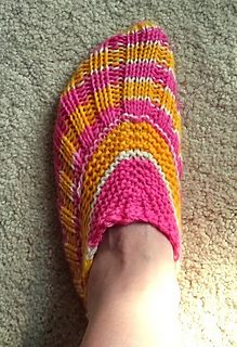 Ravelry: Seamless Salomas Slippers pattern by Megan Williams Free pattern Knitted Slippers, Knitted Bags, Arm Knitting, Knitting Socks, Knit Socks, Knitting For Charity, Knit Basket, Knit Pillow, How To Purl Knit
