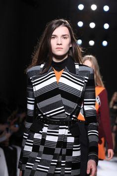 #Fashion : Carven goes for youth while Anne deMeulemeester is shrouded in darkness