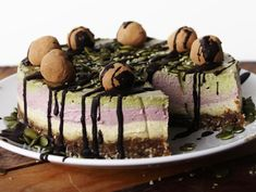 We've got a basic raw crust in this vegan cake on the bottom (dates and hemp…