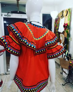 La imagen puede contener: una o varias personas y personas de pie Folk, Sewing, Outfits, Folklore, Nightgown, Embroidered Dresses, Suits, Embroidered Shirts, Petticoats