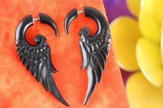 Corne faux plume noire boucles d'oreilles - plume Fake calibrés corne earring boucle d'oreille - Handcraft fausse corne - fausses boucles d'oreilles civière * B034