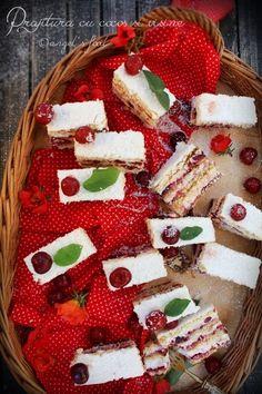 O prajitura aromata perfecta si racoritoare! Something Sweet, Dessert Recipes, Desserts, Sweet Recipes, Gingerbread, Cheesecake, Food And Drink, Christmas Tree, Holiday Decor