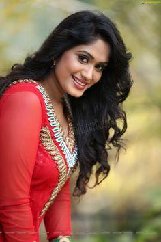 Looking smashing.... Beautiful Girl Indian, Beautiful Girl Image, Beautiful Indian Actress, Beautiful Ladies, Beauty Full Girl, Beauty Women, Long Indian Hair, Stylish Girl Images, Curvy Women Fashion