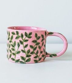 Color Popping Ceramics by Bonnie Hislop - ArtisticMoods com Ceramic Clay, Ceramic Pottery, Pottery Art, Pretty Mugs, Cute Mugs, Pottery Painting, Ceramic Painting, Crackpot Café, Cerámica Ideas