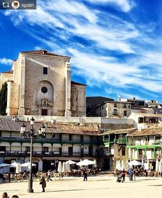 Repost from @spain: Chinchón is a lovely pinturesque village an hour away from Madrid: the Plaza Mayor is roughly circular surrounded by 15th-17th century galleried houses and cafés. The church of Nuestra Señora de la Asunción was built in the 15th and 16th centuries. It contains a fine early work by Goya depicting the Assumption of the Virgin.  Photo by @maribelfer64  #chinchon #chinchón #madrid #comunidaddemadrid #plazamayor #igersmadrid #sunnyday #sunny #travelgram #bestoftheday…