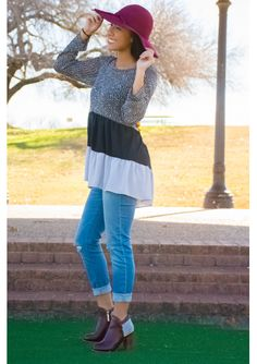 Colorblock tunic on distressed jeans, with zipper embellished booties.  #archandbow #style #booties #chiclook