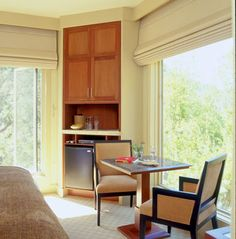 Roman Shades FR.  Versatile and durable, our manual and motorized Roman Shades ensure reliability and ease of use.  #Shades can be made using COM, or our fabric range includes a wide selection of prints and wovens that can also be used.  Blackout linings for full light control.  Project - Calistoga Ranch, SB Architects #Hunter Douglas Hospitality #design