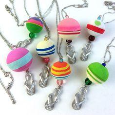 """これぞ「 UPCYCLE ( アップサイクル ) 」♪ ユニークな個性を放つ、ビーチサンダルから生まれ変わったボールのネックレスです。 The pretty ball was made from a flip-flop ( beach sandal ) collected at the Kenyan shore. Enjoy """" Upcycle """" !!"""