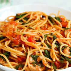 Tomato Spinach Chicken Spaghetti recipes videos for dinner chicken comfort foods Tomato Spinach Chicken Spaghetti Plats Healthy, Cooking Recipes, Healthy Recipes, Healthy Dishes, Healthy Meals, Delicious Recipes, Spinach Stuffed Chicken, I Love Food, Pasta Dishes