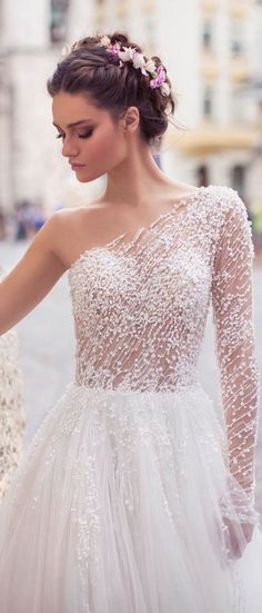 White bride dresses. All brides imagine having the most appropriate wedding day, but for this they need the perfect bridal dress, with the bridesmaid's dresses actually complimenting the wedding brides dress. The following are a number of suggestions on wedding dresses.