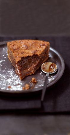 Fondant praliné 340 g de chocolat praliné - 50 g de farine - 60 g de sucre en poudre - 5 oeufs - 140 g de beurre