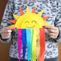 Welcome spring with this sweet paper plate sun and rainbow craft. Welcome spring with this sweet paper plate sun and rainbow craft. Polaczyc z chmurka do zajec o pogodzie Pappteller Sun und Rainbow Craft - Diy and Crafts YazYaz. Outstanding projects are o Spring Crafts For Kids, Diy Crafts For Kids, Fun Crafts, Art For Kids, Baby Crafts, Paper Plate Crafts For Kids, Simple Paper Crafts, Spring Crafts For Preschoolers, Arts And Crafts For Kids Toddlers